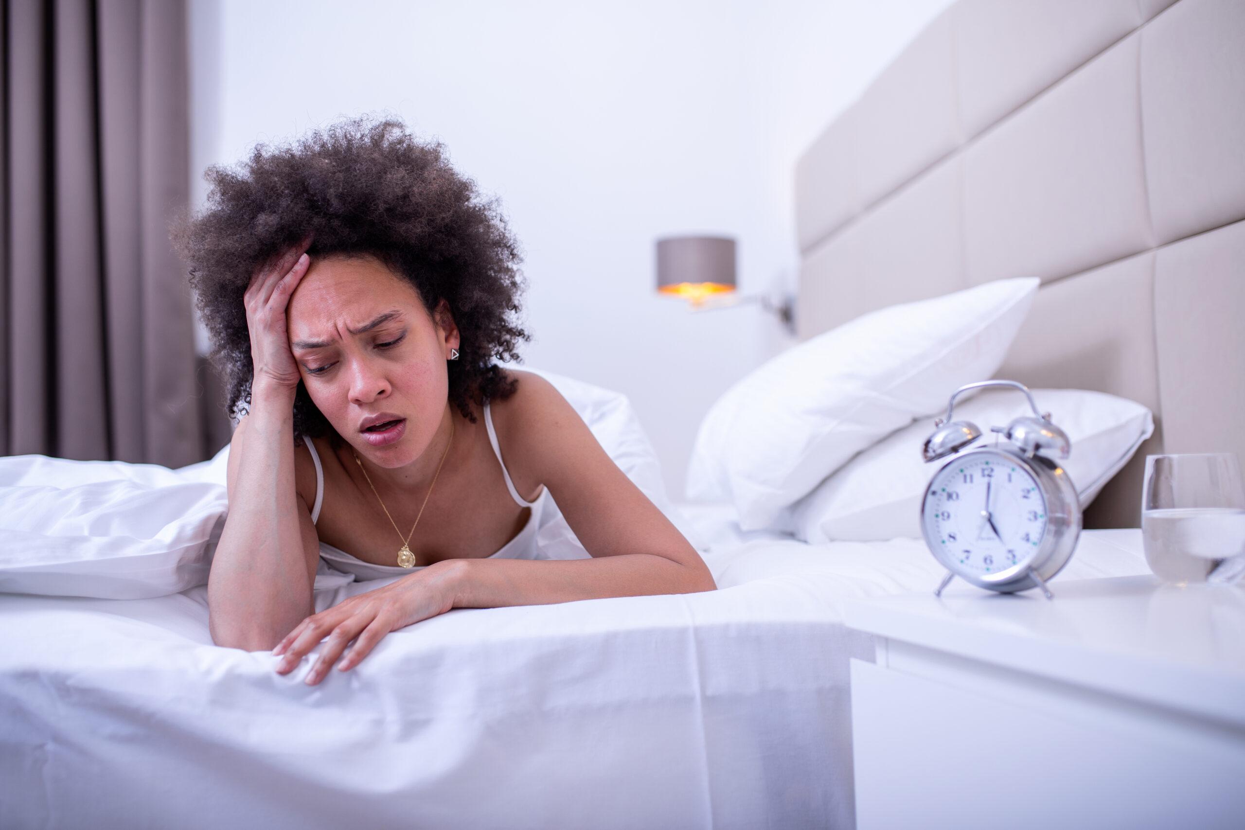 Espasmos al dormir: causas y cómo evitarlos